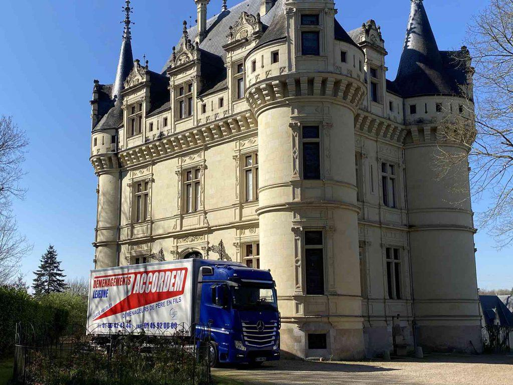 transport de meubles depuis Montévrain vers Le château à Rou-Marson 49