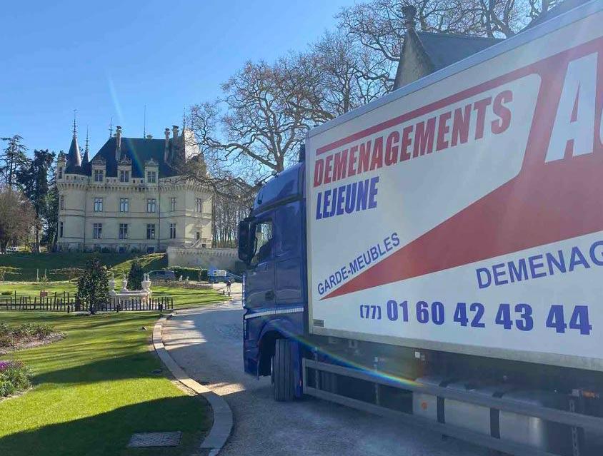 Transports de meubles depuis Montévrain (Seine-et-Marne) vers le château de Rou-Marson (département 49)